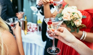 Planning the perfect cocktail hour playlist for your Charleston wedding because it can set the vibe for the rest of your reception