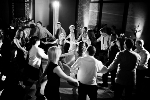 Giving your DJ control over the music is number 1 in this list of ways ensuring the dance floor stays at your wedding. Read on to see even more ways.