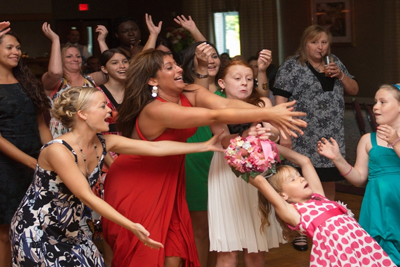 The bouquet toss is the time of the wedding reception for all the single ladies to have fun. Here are 30 choices for the bouquet toss song