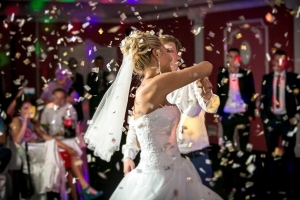 Brides and grooms looking to get married in Charleston need to know that no two DJs are the same and can mean the difference in an ordinary and extraordinary wedding reception